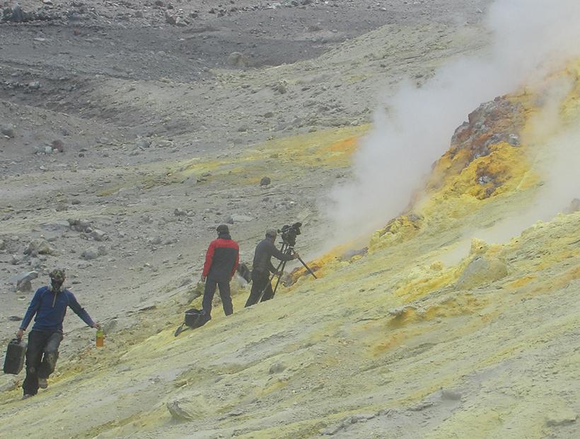 Con drones y alta tecnología equipo de la TV japonesa grabó imágenes únicas del volcán Lastarria
