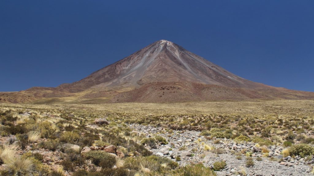 Ckelar Volcanes realiza investigaciones en los volcanes Licancabur y Sairecabur
