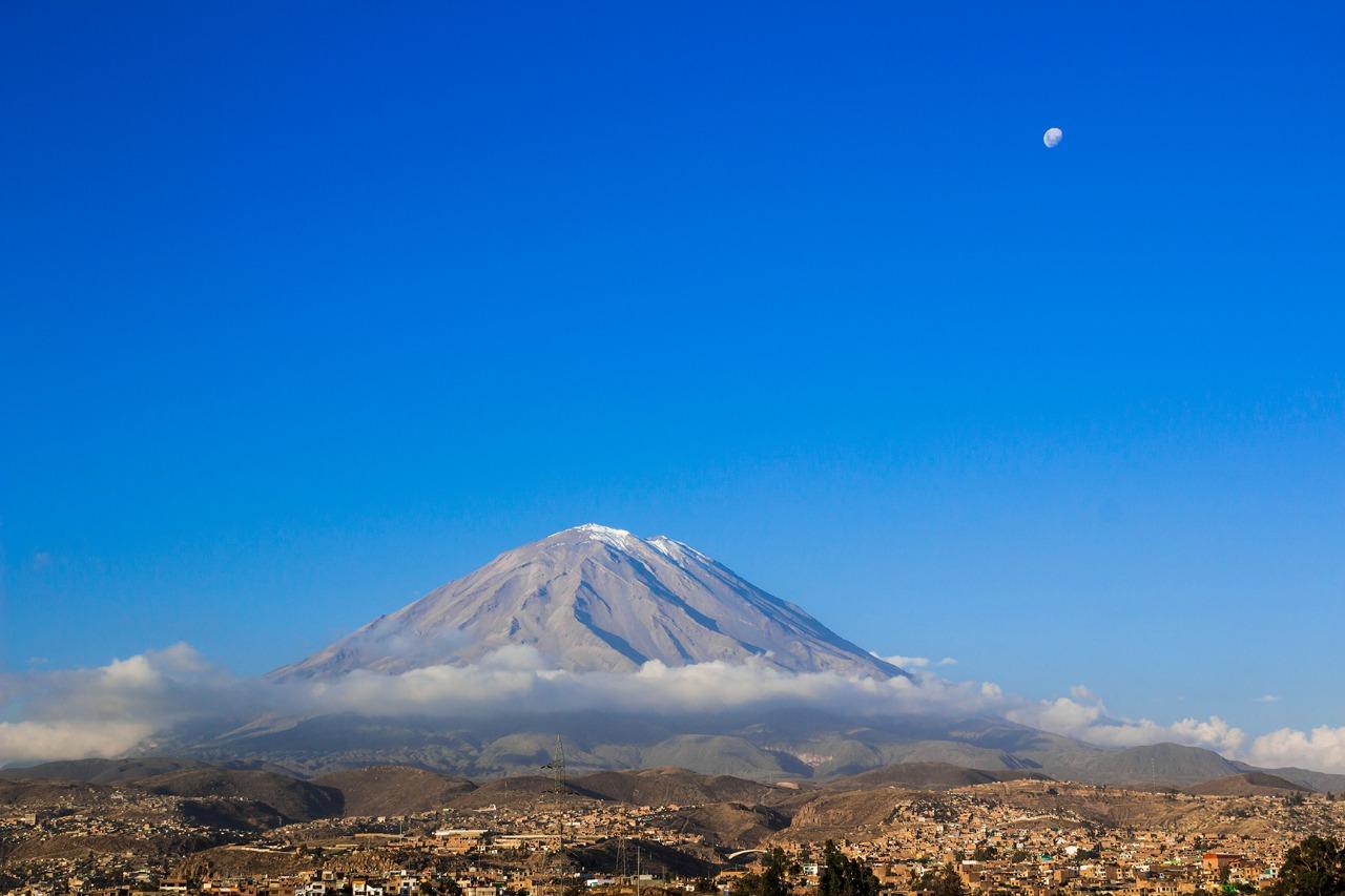 Encuesta colaborativa entre Ckelar Volcanes UCN e Instituto Geofísico del Perú concluye que arequipeños tienen una baja percepción del peligro volcánico