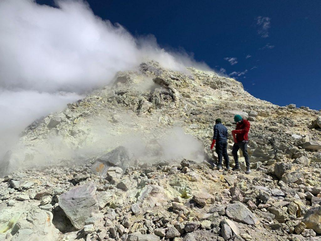 El equipo de Ckelar Volcanes de la Universidad Católica del Norte comienza campaña en los volcanes Guallatiri, Isluga, Olca y Láscar